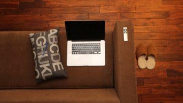 Computer e divano