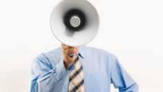 Uomo col megafono
